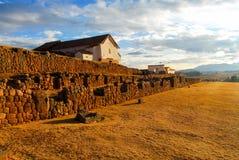 印加人宫殿废墟在Chinchero,库斯科省,秘鲁 免版税库存照片