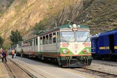 印加人对马丘比丘的路轨火车 库存图片