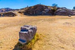 印加人废墟- Saqsaywaman,秘鲁,南美。考古学复合体,库斯科省。多角形石工的例子 免版税库存照片