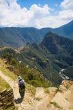 印加人足迹的,马丘比丘的探险,被参观的旅行目的地背包徒步旅行者在秘鲁 在南Ame的夏天冒险 图库摄影