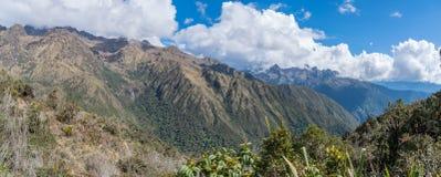印加人足迹艰苦跋涉的天三对马丘比丘的 免版税库存图片