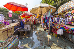 印地安人交易和购买在 免版税库存图片