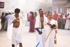 印地安人民走向晨祷崇拜Sri Padmanabhaswamy寺庙在特里凡德琅喀拉拉印度 图库摄影