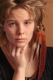 印地安人,河床题头,在头发的羽毛 库存照片