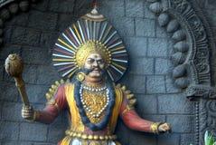 印地安人Yakshagana舞蹈家当在跨线桥柱子的墙壁国王艺术  库存照片