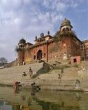 印地安古色古香的大君的PALACE BEFORE HOLY甘加在瓦腊纳西 库存图片