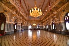 印地安堡垒舞厅durbar宫殿gujrat枝形吊灯 库存照片