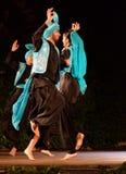 印地安夫妇古典舞蹈阶段表现 免版税库存照片