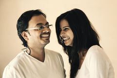 印地安夫妇的愉快的片刻 库存图片