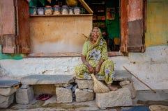 印地安女性供营商 免版税库存图片