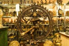 印地安女神希瓦Nataraja -舞蹈的阁下古铜色雕象  免版税图库摄影