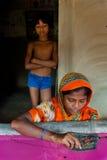 印地安妇女编织 免版税图库摄影