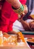 印地安婚姻传统印度手镯 库存图片