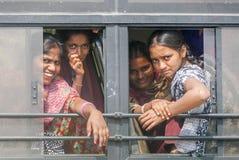 印地安学校女孩在公共汽车上 免版税库存照片