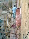 印地安工作者在房子建筑 免版税图库摄影