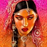 印地安或亚裔妇女的面孔,关闭抽象数字式艺术与五颜六色的面纱 免版税库存照片