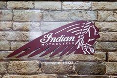 印地安摩托车标志和红色商标 库存图片