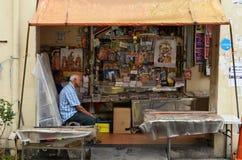 印地安杂志商店店主沿一点印度的在新加坡 库存照片
