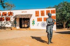 印地安民间村庄Shilpgram,传统建筑学和原史雕象在乌代浦,印度 免版税图库摄影