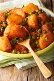 印地安烹调:从土豆和绿豆特写镜头的Aloo Matar 库存图片