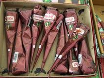 印地安物品的印地安无刺指甲花纹身花刺在市场 库存照片