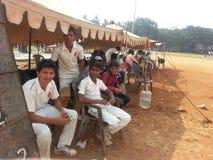印地安玩板球者 库存照片