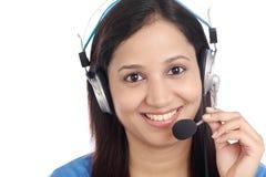 年轻印地安电话中心女孩 库存照片
