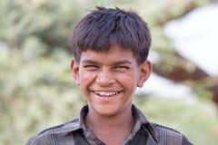 印地安男孩参加了每年普斯赫卡尔骆驼Mela 图库摄影