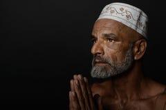 说印地安的人祷告 免版税图库摄影