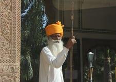 印地安监护人在旅馆里 免版税库存照片