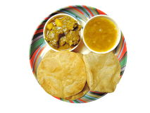 印地安盘-普里用dal和羊羔咖喱 库存图片