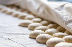 印地安薄煎饼面包或roti面团 免版税库存图片