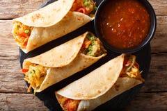 印地安街道素食食物:用菜充塞的Roti卷 图库摄影