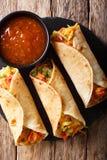 印地安街道素食食物:用菜充塞的Roti卷 免版税库存图片