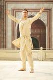 印地安衣裳的年轻人 免版税库存图片