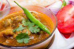 印地安辣chana masala用未加工的鸡豆和绿色辣椒 库存照片