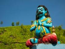 印地安雕象的特写镜头有在茶园的背景 Munnar,喀拉拉,印度 图库摄影