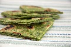 印地安面包naan用菠菜 免版税库存照片