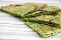 印地安面包naan用菠菜 免版税库存图片