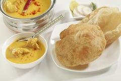 印地安食物:与gatte的Kadhi和薄饼或者roti 免版税图库摄影