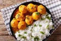 印地安食物:Dum在一个调味汁的aloo土豆与米特写镜头 Ho 免版税库存照片