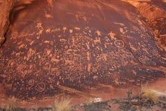 印地安刻在岩石上的文字,报纸岩石状态历史的纪念碑,犹他,美国 免版税图库摄影
