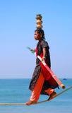 年轻印地安绳索特技表演者 免版税库存照片