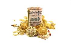 印度卢比或金钱和金首饰 图库摄影