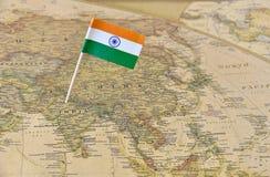 印度在地图的旗子别针 库存照片