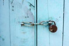 印度在门的链子锁细节  图库摄影