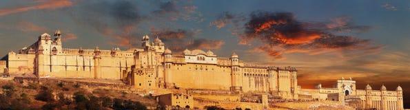 印度地标-斋浦尔,琥珀色的堡垒全景 免版税库存照片