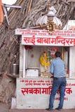 印度寺庙和献身者 免版税库存照片