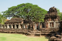 印度寺庙的废墟在Phimai历史公园在呵叻,泰国 免版税图库摄影