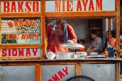 印度尼西亚丸子汤街道货摊,巴厘岛 库存照片